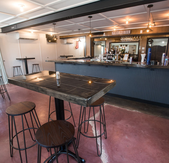 Three Oaks Pub
