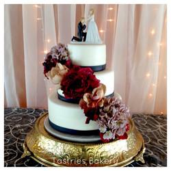 Round Gold Wedding Cake Stand