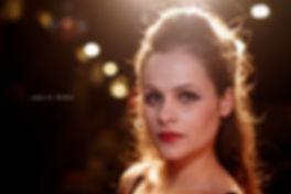 <p>09-11-2010</p>  <p>Judith Peres wurde in M&uuml;nchen geboren. Im September 2006 begann sie ihr Studium an der Bayerischen Theaterakademie August Everding.<br /> <br /> Obwohl es dieses Jahr Probleme mit dem Rechte-Vergeber gab und fast alle geplanten Greaseproduktionen in Europa abgesagt wurden, hat es Judith zweimal geschafft, dieses Jahr in dem St&uuml;ck zu spielen. In Balzers spielte sie diesen Sommer die Sandy und nun im Le Th&eacute;&acirc;tre in Kriens die zickige Betty Rizzo.<br /> <br /> Angesprochen darauf, ob sie es geniesst als Zicke nicht immer die herzige S&uuml;sse zu spielen meinte sie, es sei auf die Dauer auch ganz sch&ouml;n anstregend den ganzen Abend die Zicke zu sein.<br /> <br /> Es gibt noch ein Foto mit ihr und einer B&uuml;hnen-Zigarette. Da ich aber Nichtraucher bin und in der Schweiz inzwischen die Raucher nach draussen ins Freie verbannt werden, zeige ich das rauchfreie Bild.</p>