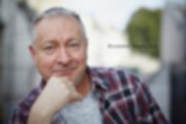 <p>08-10-2010</p>  <p>Richard Wherlock ist seit bald zehn Jahren Direktor und Chefchoreograph des Basler Balletts.<br /> Als geb&uuml;rtiger Engl&auml;nder zieht er im Interview, welches Guido Laredo mit ihm f&uuml;r imScheinwerfer f&uuml;hrte,<br /> immer wieder Parallelen zum Fussball und outet sich als Chelsea-Fan.<br /> <br /> W&auml;hrend des Gespr&auml;ches blitzt immer wieder etwas spitzb&uuml;bisches in seinen Augen auf<br /> und die Atmosph&auml;re ist sehr gel&ouml;st und es macht Spass, ihm zuzuh&ouml;ren.</p>