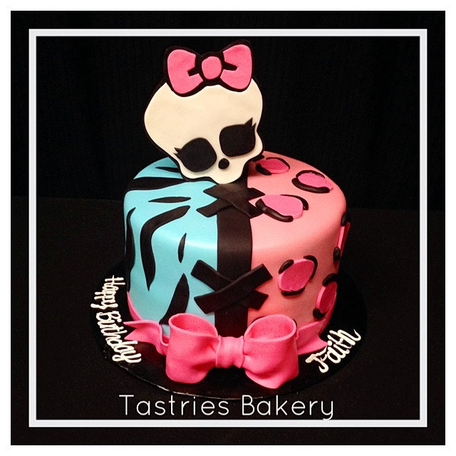 Girly Skull Birthday Cakes