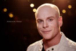 <p>09-11-2010</p>  <p>Das Foto entstand bei den Proben zu Grease im Le Th&eacute;&acirc;tre in Kriens. Er spielt dort die Hauptrolle des Danny.<br /> <br /> Korbinian Arendt wuchs in M&uuml;nchen auf und absolvierte seine Ausbildung zwischen 1997 und 2000 zum Musicaldarsteller an der Performing Art School in Wien. Es folgten Rollen in We Will Rock You, West Side Story, Rent und vielen mehr.<br /> <br /> Korbibian Arendt und Stefan Raablauf, welcher auch in Grease mitspielt, hatten zuvor ein Engagement am Stadttheater Klagenfurt zusammen. Sie meldeten sich an einem spielfreien Tag in Kriens zur Audition. Und bekamen die Hauptrollen.<br /> <br /> In der Schweiz spielte Korbinian Arendt neben Kriens noch im Musical &laquo;Deep&raquo; oder auch beim Musical von Marco Rima &laquo;Die Patienten&raquo; mit.</p>