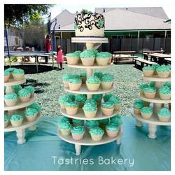 Round Cupcake Towers to Rent