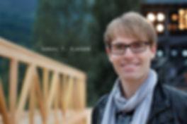 <p>06-08-2010</p>  <p>Der luzerner Samuel T. Klauser ist via Musicalfactory zu seiner Ausbildung als Musicaldarsteller in M&uuml;nchen gekommen. Er hat bereits in St&uuml;cken wie Drachenstein, Heidi, Rent oder West Side Story gespielt.<br /> <br /> ImScheinwerfer ist er zum ersten Mal im Musical Orangenm&auml;dchen der Kammerspiele Seeb in der Rolle des Georgs aufgefallen. Ihm hat die dortige N&auml;he der Kleinproduktion zum Publikum gefallen und man merkte ihm die Spielfreude an.<br /> <br /> Nach Walenstadt wird er in Bern in Ewigi Liebi zu sehen sein.</p>