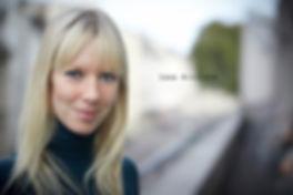 <p>08-10-2010</p>  <p>Sara Wikstr&ouml;m redet beim Interview f&uuml;r imScheinwerfer mit dem ganzen K&ouml;rper.<br /> Kein Wunder, den Sara ist T&auml;nzerin beim Basler Ballett.<br /> <br /> Es ist faszinierend, wie sie ihren Gedanken mit der Sprache und ihren H&auml;nden Ausdruck verleiht.<br /> Die Schwedin lebt bereits seit sieben Jahren in Basel. Zuletzt tanzte sie bei &laquo;One Of A Kind&raquo;<br /> von Kyli&aacute;n am Theater Basel.<br /> <br /> Das Foto entstand auf der grossen Terasse des Personalrestaurantes<br /> mit Blick auf die Theaterstrasse.</p>