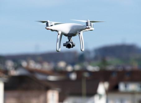 """""""Neue Stromverbindung bald fertig"""" oder """"Drohne im Einsatz"""""""