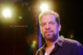 <p>09-04-2013</p>  <p>Der geb&uuml;rtige Argentinier ist seit seiner Kindheit von Musik und Theater fasziniert und tourte schon seit seinem siebzehnten Lebensjahr mit diversen Soul- und Funkbands wie &laquo;Pick up the Pieces&raquo; durch die Schweiz.<br /> <br /> Er spielte Hauptrollen in den Musicals &laquo;Space Dream 1&amp;2&raquo;, &laquo;Twist of Time&raquo;, &laquo;Hair&raquo;, &laquo;Elternabend&raquo;, &laquo;Ewigi Liebi&raquo;, &laquo;D&auml;llebach Kari&raquo;, im Polo Hofer Musical &laquo;Alperose&raquo; und nun &laquo;Spamalot&raquo;. Der Ostschweizer ist Mitglied der &laquo;Shake Company&raquo; am Z&uuml;rcher Theater am Hechtplatz und war da auch in der Kultrevue &laquo;Bye Bye Bar&raquo;, in &laquo;Camping Camping&raquo; oder in &laquo;Jetzt erst Hecht&raquo; zu sehen.<br /> <br /> Neben Theater, Film und Fernsehen ist er auch erfolgreich mit der Musik-Comedy Combo &laquo;Swissp&auml;ck&raquo; auf Schweizer Tournee (Regie Dominik Flaschka).</p>