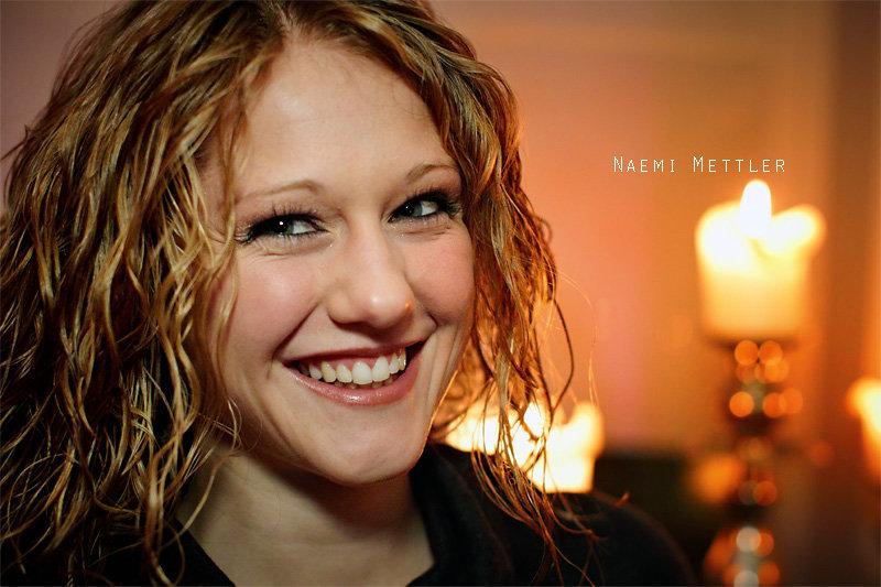 """<p>20-10-2010</p>  <p>Naemi Mettler hatte Gl&uuml;ck im Ungl&uuml;ck und konnte ihr Studium an der Swiss Musical Academy noch in diesem Sommer abschliessen, bevor die Academy geschlossen wurde.<br /> <br /> Bereits als Teenager wurde sie vom B&uuml;hnenvirus angesteckt, nahm Gesangsunterricht und wirkte bei einigen Musicals mit. Ihre erste grosse Hauptrolle hatte sie als Kathleijn im Musical &laquo;<span style=""""text-decoration:underline""""><a href=""""https://www.aisen.ch/blog/bis-zum-scheiterhaufen-schweizer-premiere-in-pratteln"""">bis zum Scheiterhaufen</a></span>&raquo;. Seit Oktober trat sie auch mehrmals in der Reihe &laquo;<span style=""""text-decoration:underline""""><a href=""""https://www.aisen.ch/blog/musical-mondays-in-bern"""">Musical Monday&rsquo;s</a></span>&raquo; im Musigbistrot in Bern auf. Ab Fr&uuml;hjahr 2011 kann man sie im Lustspiel &laquo;Der K&ouml;nig als G&auml;rtner&raquo; als Mariettchen und die 4. Frau im Theater Stadelhofen in Z&uuml;rich sehen.</p>"""