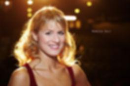 <p>09-11-2010</p>  <p>Rebecca studierte an der Swiss Musical Academy in Bern, spielte am Luzerner Theater, steppt und tanzt. Grease im Le Th&eacute;&acirc;tre in Kriens ist nun nach Sweet Charity am Stadttheater Bern ihr zweites Musical.<br /> <br /> Bekannt wurde sie in der ganzen Schweiz durch ihre Teilnahme bei Musicstar. Der in der Schweiz nicht ganz unbekannte Name ihres Vaters war damals sicherlich nicht ganz unschuldig am Rummel in den Medien. Inzwischen ist sie aus dem Schatten ihres Vaters getreten und die Interviewanfragen sind ihres K&ouml;nnens wegen.<br /> <br /> Zu der damaligen Schubladisierung in der Boulevardpresse als &laquo;sexy Multitalent&raquo; meint sie, das ihr dies schmeichelt und diese Schublade gerade im Musicalfach nicht unerw&uuml;nscht ist.<br /> <br /> Das Foto von Rebecca Egli entstand w&auml;hrend den Proben zu Grease. Sie wird dort ab der Premiere vom 13. November bis zum 9. Januar 2011 fast vierzig Mal die Rolle der Sandy Dumbrowski spielen. Sandy ist neu in der Stadt und wandelt sich vom musterg&uuml;ltigen, braven, unschuldigen und biederen M&auml;dchen zur attraktiven und verf&uuml;hrerischen Frau.</p>