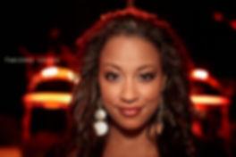<p>11-12-2010</p>  <p>Das Foto von Fabienne Louves entstand anl&auml;sslich der Gala &laquo;Musical meets X-Mas&raquo; in der Sch&uuml;tzi in Olten.<br /> <br /> Sie ist vor allem bekannt als Siegerin der Casting-Show MusicStar und doch ist sie auch in der Schweizer Musical-Szene nicht unbekannt. Sie spielte bereits in der ersten Staffel von &laquo;Ewigi Liebi&raquo; und danach bei der &laquo;Niederdorf Oper&raquo; mit.<br /> <br /> Obwohl sie es neben Baschi vermutlich als einzige MusicStar-Kandidatin zu bleibender Bekanntheit schaffte, ist sie neben der B&uuml;hne unkompliziert geblieben und &uuml;berzeugt auf der B&uuml;hne durch eine kraft- und temperamentvolle Interpretation der Songs.</p>