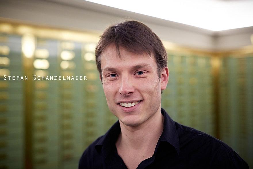 <p>29-03-2013</p>  <p>Stefan erhielt seine Grundausbildung in Violoncello und Klavier in St. Georgen, Donaueschingen und an der Musikhochschule Trossingen. 2009 schloss er sowohl seine k&uuml;nstlerische Ausbildung als Cellist wie auch sein Medizinstudium ab. Sein musikalischer Schwerpunkt liegt auf der historisch informierten Auff&uuml;hrungspraxis, wof&uuml;r er auch Gamben-Unterricht nahm und zahlreiche Meisterkurse besuchte. Seit 2010 lebt Stefan in Basel.</p>