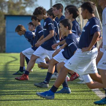 12 deportistas destacados del fútbol escolar ingresan a la Academia One Sports