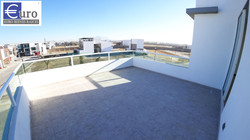 Roof garden frontal.