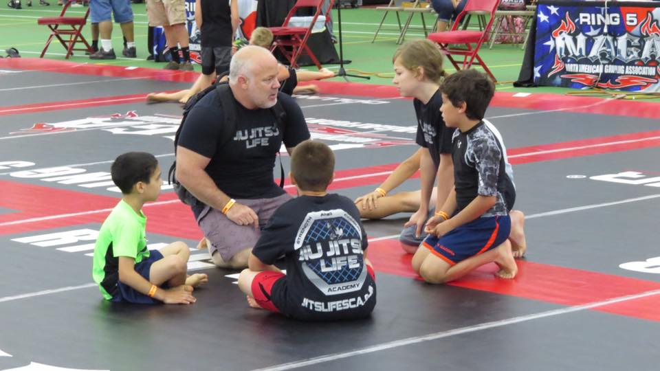 sarg-with-kids-at-tournament