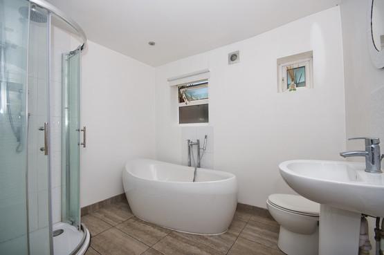 Bathrooms - Hamiltons Construction & Refurbishment Ltd