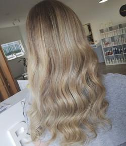 Blonde highlights 😍😍 ._._
