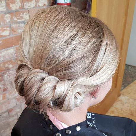Bridesmaid hair styling 👌_._._.jpg
