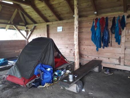Spanie w namiocie