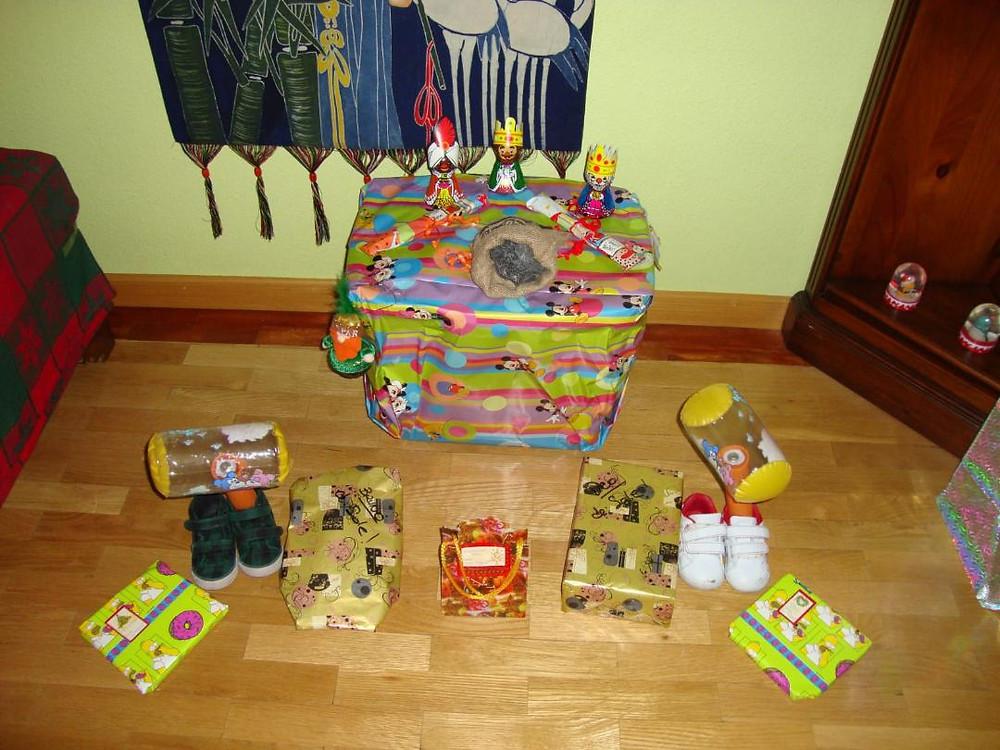 Dia de Reyes, regalos, zapatos y carbon. Three Kings festivity, shoes, coal and presents