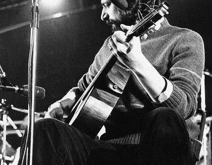 Francesco Guccini: la vita, una grande canzone