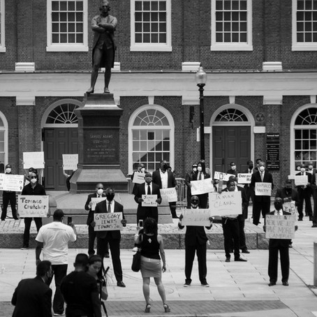"""A Powerful Example of """"Silent, Yet Effective"""" Protest on Social Injustice!"""