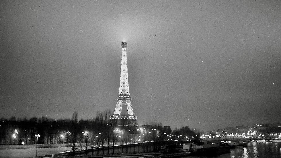 Paris, 1991. 35mm, Leica.