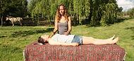 Mieuxetheureux.com - Séance d'énergie chamanique. Energéticienne pendant une séance d'énergie de guérison.