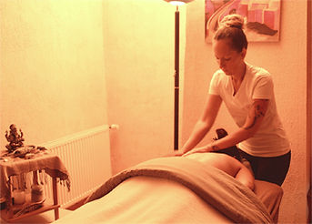 Mieuxetheureux.com - Femme recevant une massage. Séance de Massage
