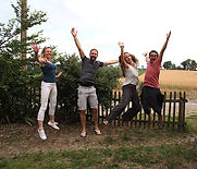 MieuxEtHeureux.com - Coaching, développement personnel, pack comment changer ? Pierres du bonheur dans les mains. Pierres de vie.
