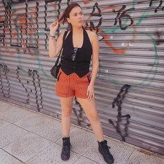 COLETE PRETO + SHORTS DE MALHA LISTRADO