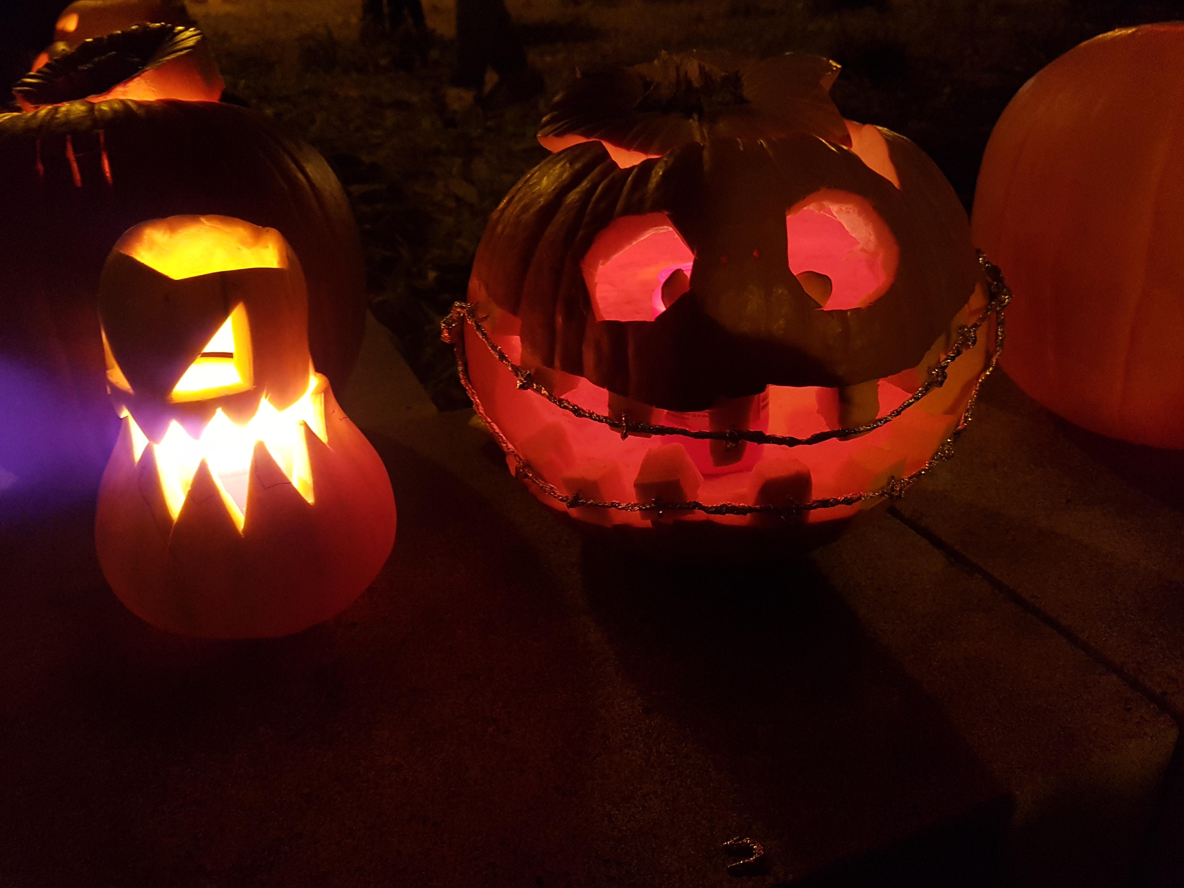 Halloween auf dem Schulplatz