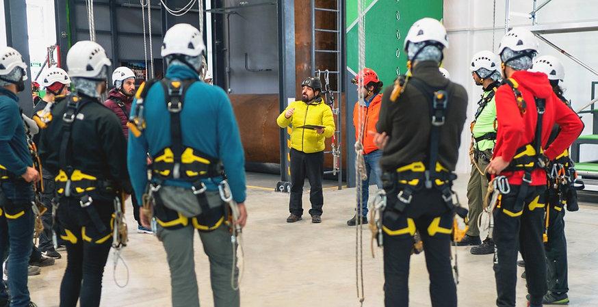 iStock-1150134710-safety-training-constr