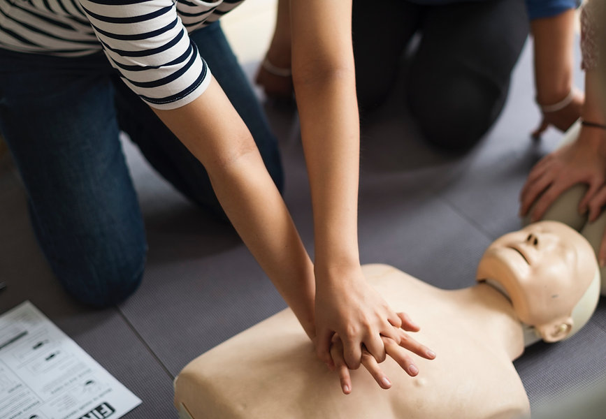 cpr-aid-assistance-cardiac-arrest-128231
