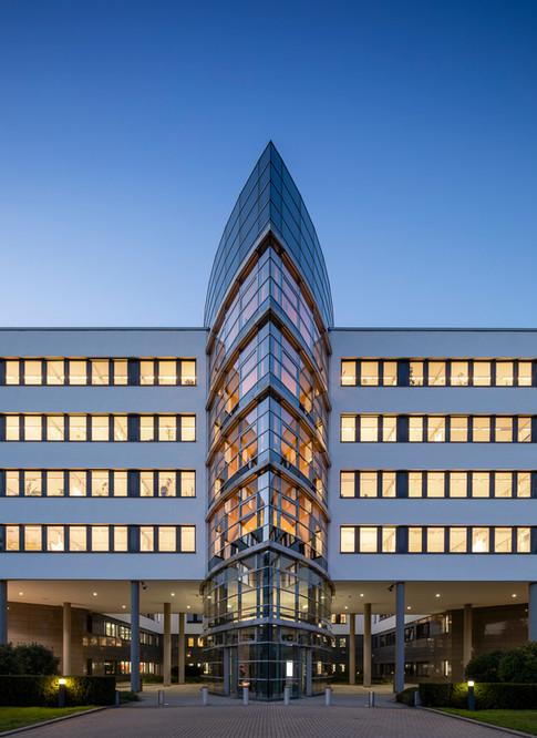 Architekturfotografie Düsseldorf Mario Brand-Gebäude B9 Metronom Dämmerung