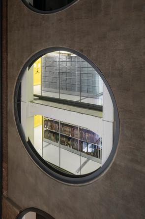 Architekturfotografie Duisburg-Mario Brand-Innenaufnahme des Foyer im Landesarchiv NRW