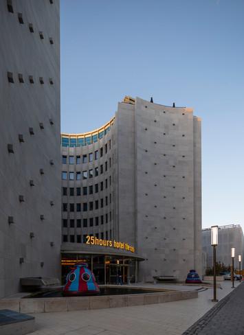 Architekturfotografie Köln Mario Brand-Eingangsbereich des 25Hours Hotel im Gerling-Quartier