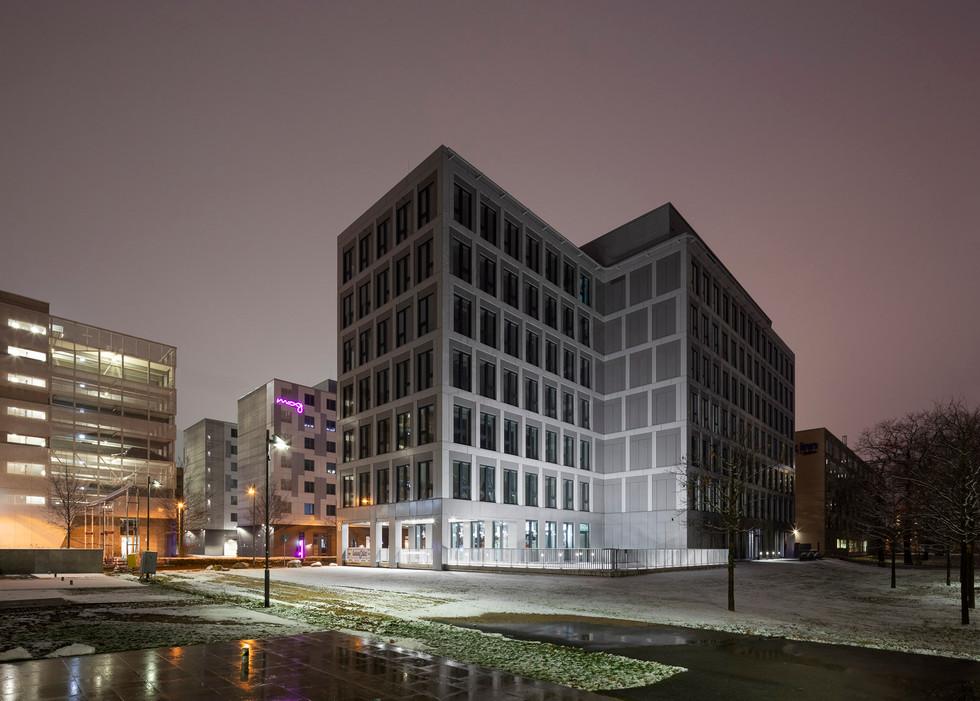 Architekturfotografie Frankfurt-Mario Brand-Lindberghs Office in den Gateway Gardens in der Nacht