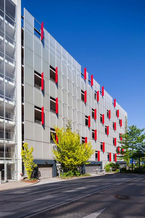 Architekturfotografie Düsseldorf Mario Brand-Parkhaus am Gebäude B9 Metronom
