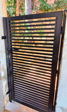שער כניסה לבית שער ברזל יפיאל.jpeg