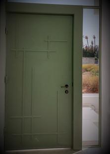 דלת עניסה מעוצבת לבית יפיאל.jpeg