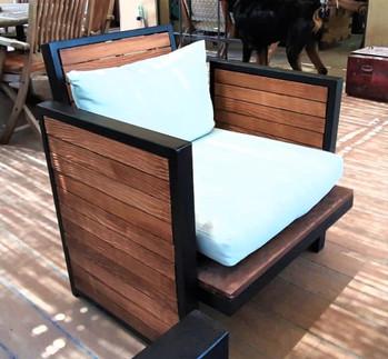 כסא עץ וברזל פינת ישיבה חוץ yefiel.jpeg