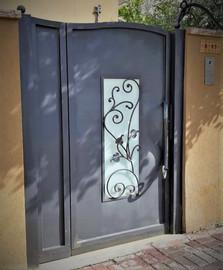 שער כניסה לבית ברזל עיצוב גלי נפח יפיאל.