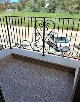 מעקה ברזל מעוצב למרפסת יפיאל.jpeg