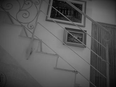 מעקה פנים בית מדרגות נפחות ברזל גוון בהי