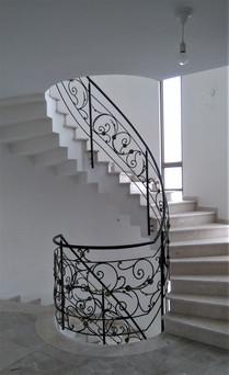 מעקות ברזל עיצוב אמנותי בנפחות ברזל