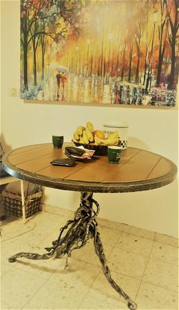 שולחן ברזל נפחות ברזל שולחן עגול.jpg