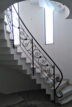 מעקות ברזל מהודרים לגרם מדרגות מעוגל