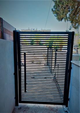 שער ברזל מעוצב לבית יפיאל.jpeg