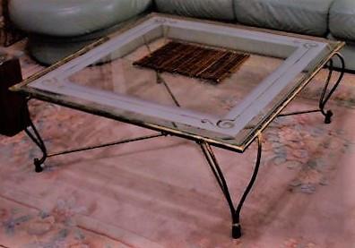 שולחן ברזל וזכוכית מעוצב נפח אמן יפיאל
