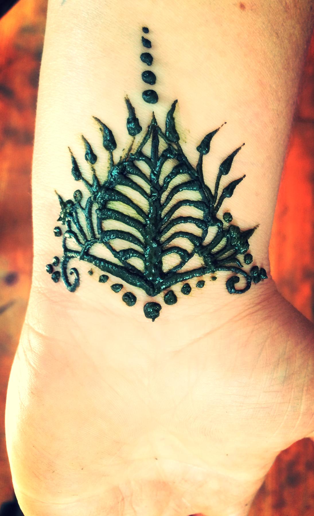 wrist henna